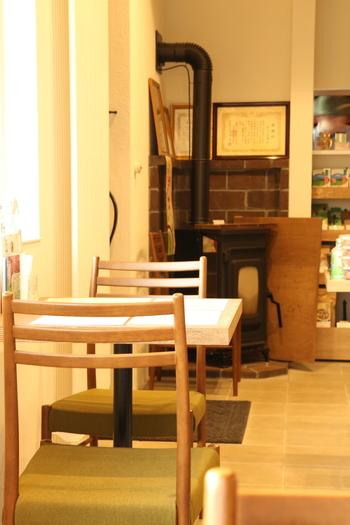 カフェスペースは8席限定。落ち着いた空間で、ゆったりお茶と会話を楽しんで。