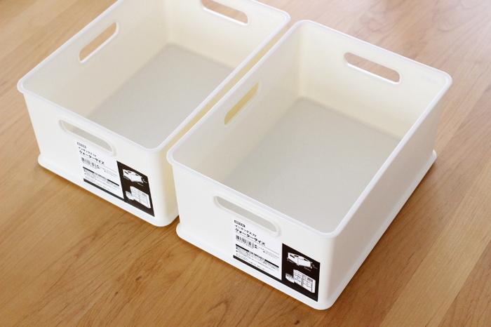 リーズナブルな価格の「インボックス収納シリーズ」は、角型で収まりがよく、軽くて使い勝手がいいと人気です。カラーボックスや収納棚、引き出しにぴったり。サイズは4種類あり、フタやキャスターも販売されています。