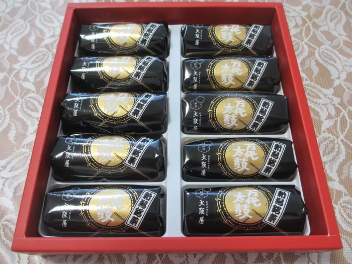 新潟の有名なお祭り「新潟祭り」のときに使われる「万代太鼓」をイメージして作られたお菓子。安政5年創業の歴史ある「大阪屋」の銘菓です。