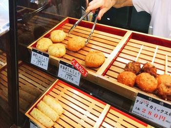 竹徳かまぼこは新潟の老舗の練りもの屋さん。かまぼこも美味しいですが、ふわふわの食感と素材の味が堪能できる「しんじょう揚げ」が人気です。