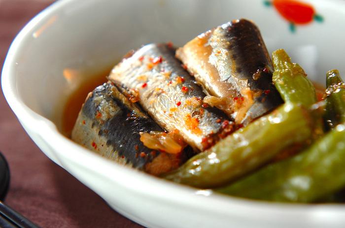 キムチと一緒に煮込むからイワシの臭みが消え、ご飯のおともにぴったりな味に。酒の肴にもしたくなるこだわりの一品です。