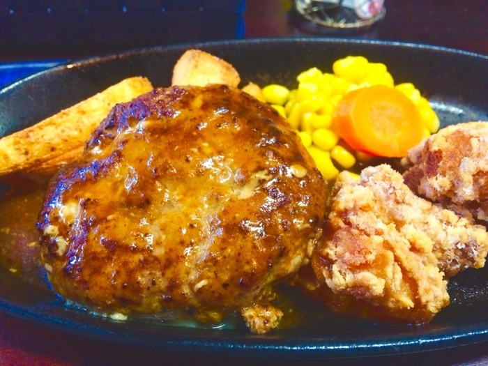 平成けやき通りにある、本格的な美味しい洋食屋さん。元ホテルシェフのオーナーが、地元の食材を使用した野菜たっぷりの体に優しいランチを提供してくれます。