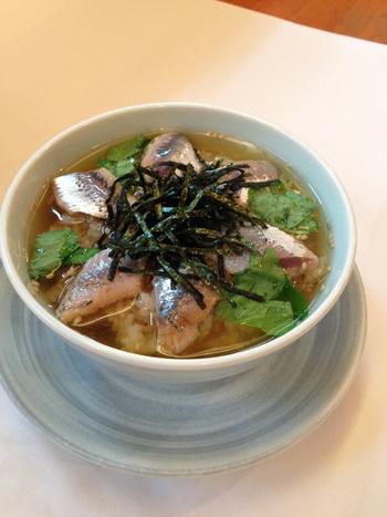 飲んだ後のシメに食べたい「鰯茶漬け」。サラッと食べられるとあって人気のメニューだそうです。