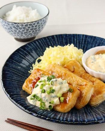 鶏肉のようなしっかりとした食感を楽しめるのも木綿豆腐ならでは。そこで、チキン南蛮を豆腐で作るレシピはいかがですか?甘酢たれとタルタルソースの組み合わせで、こちらもおかずにぴったり。