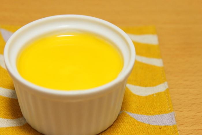 なめらかなので、デザート作りにもぴったり。クリームチーズとお豆腐をで良く混ぜて、レアチーズケーキを作っちゃいましょう。ベースを覚えておいてソースを変えれば、手軽にアレンジ豊富なチーズケーキを作ることができますよ。