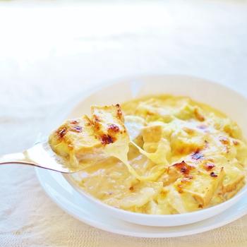 マカロニではなく厚揚げをつかってつくる味噌グラタンのレシピ。お豆腐はちょっと苦手…というお子さまもおいしく食べてもらえそうな一品です。