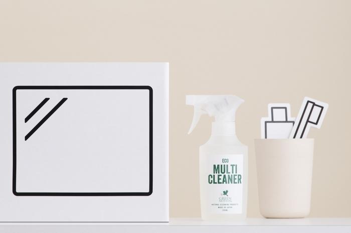 洗浄成分である界面活性剤をわずか1%に抑え、そこに香り成分を加えた残りの98%以上は水でできたグリーンモーションのクリーナーシリーズ。エコマルチクリーナーは家具、床、壁、家電から浴室まで、安全に家中をキレイにする万能クリーナーです。