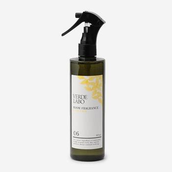 アクタスオリジナルの「VERDE LABO」シリーズのスプレータイプのルームフレグランス。エコ・ナチュラル・天然成分・安全・快適をイメージした癒される香りで安心して使用できます。そのままリビングに置いておいてもサマになるおしゃれなボトルデザインにも注目。