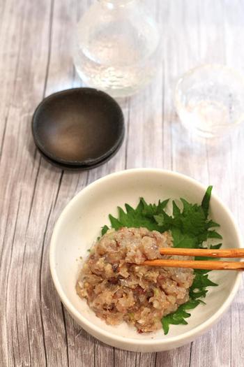 お味噌を使うお料理で忘れてはいけないのが「鯵のなめろう」です。お魚独自の臭みを消し、旨味を引き出してくれつつ深い味わいを与えてくれるのがお味噌の力。新鮮な味が手に入ったらぜひ作りたいレシピです。