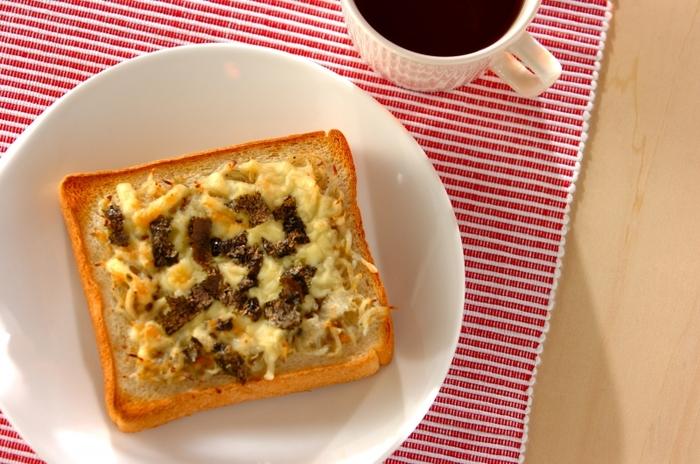 朝ごはんに味噌汁を飲むと体に良いということわざ「味噌汁は朝の毒消し」という言葉がありますが、朝はパン派の方もこのトーストを頬張れば「朝の毒消し」になっちゃいますよ!のりとシラスも加わってカルシウムもとれる新しい朝のお味噌スタイルです。