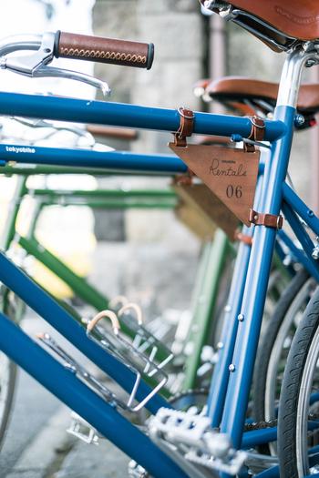 宿泊の際、割引価格で自転車のレンタルができる「Tokyobike Rentals Yanaka」は、江戸時代から続く酒屋「伊勢五本店」を改装したレンタサイクルのお店。