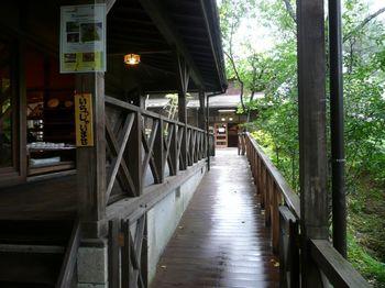 名取川の河川敷に並ぶロッジ村は、いつもとは違う旅行を楽しみたいという方におすすめ。併設された【市太郎の湯】では、木を贅沢に利用した源泉100%の温泉も楽しむことができるんですよ。