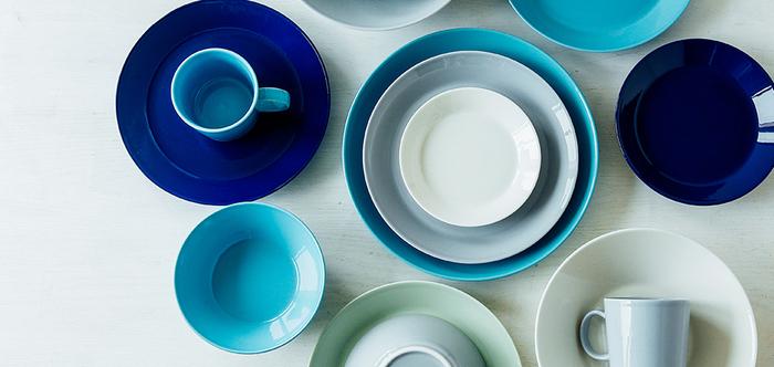 爽やかなブルートンが清々しいお皿たち。スッキリとしたデザインで、和洋を問わず使いやすいお皿です。