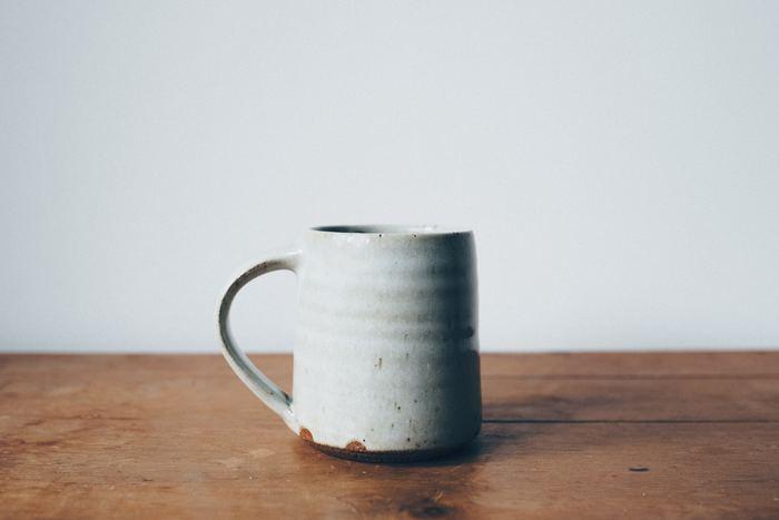 美味しい食事が素敵な器に乗せられるとより美味しくなるように、美味しいコーヒーも素敵なマグカップに注ぐとより美味しく感じられるもの。ついつい眺めていたくなるような、愛おしいフォルムのマグカップをご紹介します。
