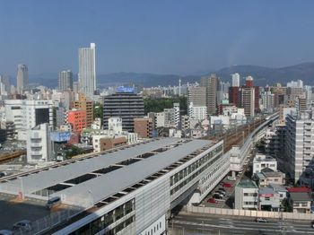 """""""広島の玄関口""""と呼ばれる、連日たくさんの人でにぎわう「広島駅」。より快適で、より魅力的なエリアを目指して、現在は大規模な再開発プロジェクトが進行中。日毎に新しい姿に変わりつつあります。"""