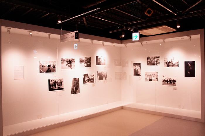 ギャラリースペースでは様々な企画で期間展示も。映画にまつわる興味深いアート作品に出会うきっかけになるかもしれません。