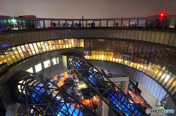 梅田スカイビル、HEP FIVE観覧車、北新地などオシャレな観光スポットが多い梅田。大阪の夜景を楽しんだ後は美味しい串カツで乾杯も良い想い出になりそう。