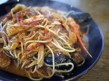 蟹、イカ、ムール貝など魚介たっぷりの「ペスカトーレ」もおいしいと評判。ボリュームがあるので、おなかを空かせて訪れるのがおすすめです。