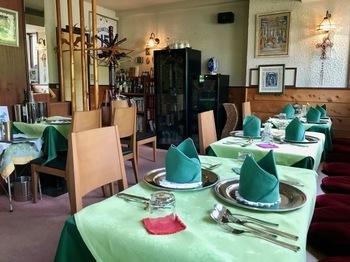 湯畑から10分ほど歩いた綿貫ペンション内にある「「Al Rododendro(アル・ロドデンドロ)」は、草津でおしゃれにお食事を楽しみたいならここ!と言われるほど人気のイタリアンレストラン。