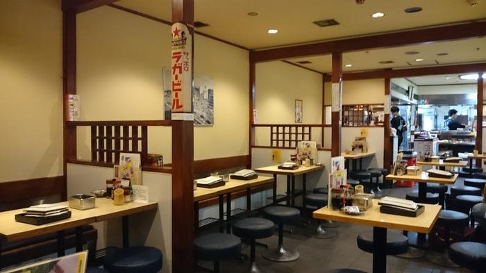 テーブル58席ほどある店内は他に、立呑みカウンターも12席あり、観光途中や一人でも気軽に立ち寄れます。
