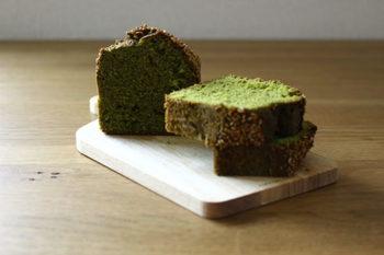 色味はグリーンで美しく、かつゴマの香ばしさも兼ね備えている和風パウンドケーキ。ほうじ茶などと一緒にゆっくりと頂きたいですね。