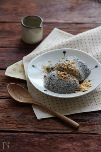 お豆腐をメインに使ったヘルシーなババロアは、お豆腐とゴマの栄養がたっぷりで体に嬉しいこと尽くめのデザート。仕上げにきな粉や黒蜜をかければ、おうちにいながら和カフェ気分が楽しめそう。
