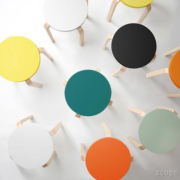 ニュアンスのある色合いが大人っぽいスツールです。組み合わせれば、それだけでおしゃれな空間が作れそう。