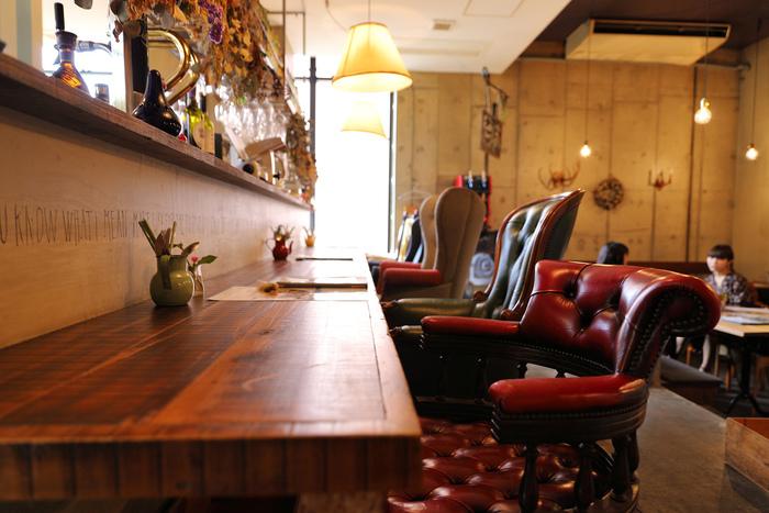 静岡の人気店が吉祥寺にオープンさせたカフェ、「オーケストラ」。ビンテージライクな椅子やカウンター、ソファ席が配されたセンスのよい空間。平日から多くの女性客で賑わうお店ですが、穏やかな雰囲気もあって、とても居心地の良い時間を過ごせます。