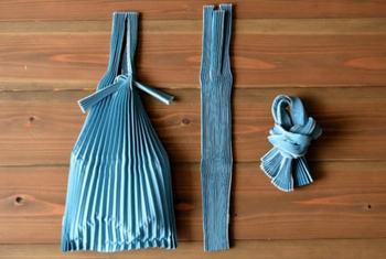 プリーツの折り目が美しいエコバッグです。バッグに入れる時は自然にスリムに折りたたまってくれるのが便利そう。