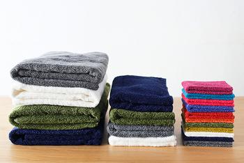 バスタオルもシリーズであるから、全体をそろえれば統一感がでます。持ち歩くチーフタオルはちょっとビビットな色合いを選びたくなりますね。