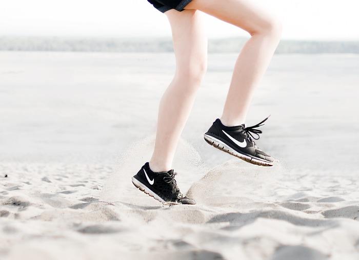 強くなりたいと思ったあなた、真っ先に誰でも簡単にできるのは、肉体を鍛えることです。あなたの生活習慣の中に「運動」は入っているでしょうか?ジョギングやストレッチに筋トレやヨガ。さまざまな体を鍛える運動がありますよね。ジムに通って頑張っている方も多いでしょう。