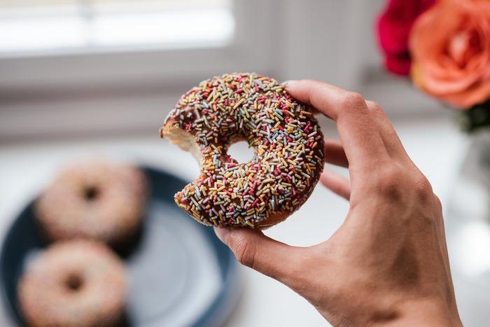 甘いものは食べないとか、ジョギングを続けてダイエットをする…など、目標を掲げたことを遂行できず、三日坊主になってしまうようなことはないですか?つい、自分を甘やかしてしまう悪い習慣があれば絶てるように少しずつ努力しましょう。自分で決めたことをやり抜く強さを持てるように。