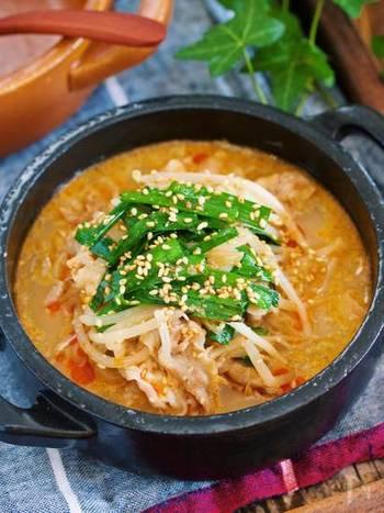 寒い日にはやっぱりスープ!ごまの香ばしさに加え、豆板醤が効いたピリ辛スープで体の中からぽかぽかと温まりそう。春雨やうどん、ご飯も入れてより豪華な1品に♪