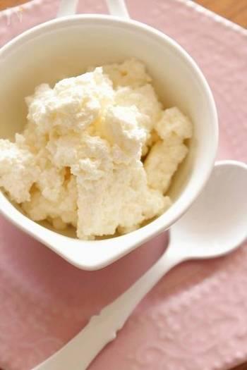 因みにフレッシュチーズは自宅でも簡単に手作りすることができます!材料は牛乳、生クリーム、レモン汁、塩だけ。約1時間で完成♪ サラダやパンのトッピングにいいですね。