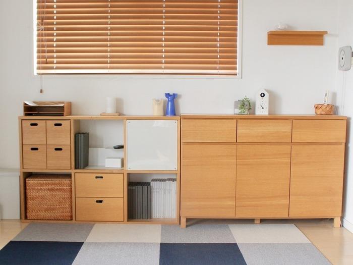 材質と高さを合わせるだけでかなりスッキリとした収納場所になります。 ごちゃごちゃしたモノをすべて収納できるようにそれぞれサイズに合わせた収納ができるようになっていますね。