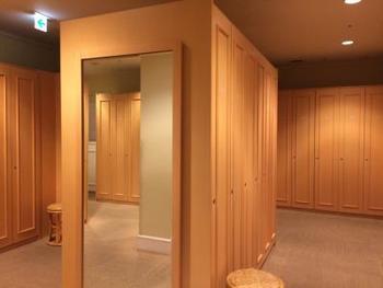 ホテル17階にある「サラ・テレナ」は、一般の方でも利用できる天然温泉をはじめ、エステやボディケア、ラウンジを備えたセレブな空間に。