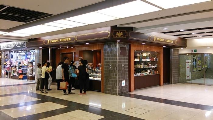 京都駅前地下街のポルタ内にある「イノダコーヒー」は、朝8時からオープンしている創業1940年創業の老舗カフェです。駅チカで年中無休なのはうれしいですね。 本店は烏丸御池駅近にあります。町家造りの建物にレトロな内観がとても素敵なので、是非本店にも足を伸ばしてみては?