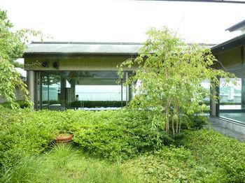 美肌の湯としても知られる松島の温泉は、小さな子どもから高齢の方にも優しいお湯。最上階にある露天風呂から眺める景色は、時間を忘れるほどの絶景。