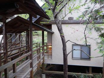 そんな遠刈田温泉で人気のお宿が「温泉山荘だいこんの花」。お部屋は18室の離れのつくり。1つの大浴場に加えて、4つある露天風呂は全て貸切で利用できるという贅沢さ。