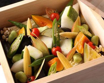 坂ノ途中のお野菜は主にせいろ料理で。野菜そのものの味わいを堪能できます。
