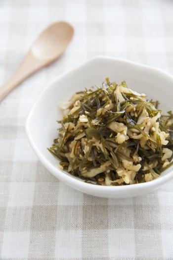 切り干し大根と切り昆布の乾物を一緒に炒めてご飯のおともの「切干大根と糸切昆布のかみかみふりかけ」はいかがでしょうか。両方とも熱湯で戻せばさらに時短になって◎。