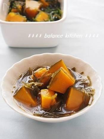 切り昆布の煮物はほとんどが出汁いらずで作れて便利。こちらもカボチャと切り昆布で思い立ったら簡単に美味しい煮物を作れます。あと一品欲しい時に覚えておくと重宝しそう。