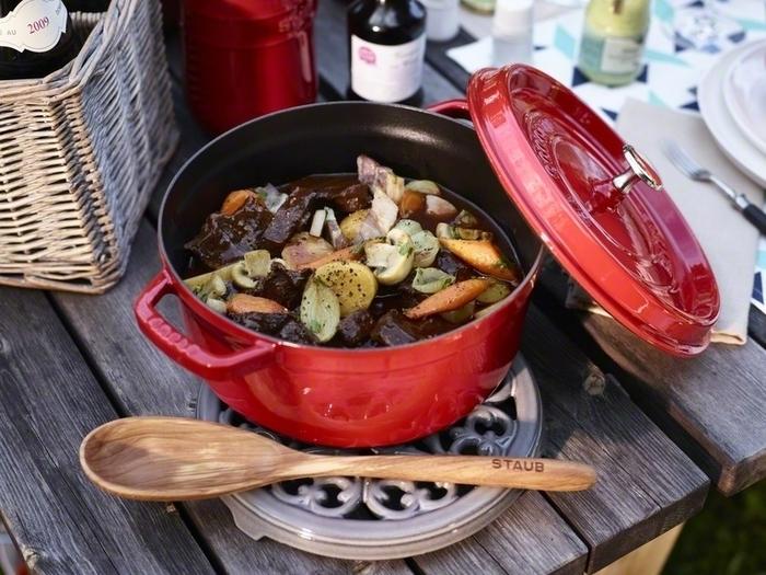 食卓を明るく彩ってくれる「チェリー」。キッチンに映える鮮やかなカラーで、置いておくだけでも絵になりそう。料理をより温かく美味しそうに見せてくれますね。