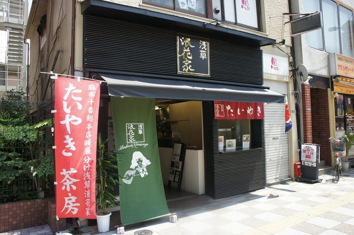 つくばエクスプレス・浅草駅から歩いて約1分の場所にある「浅草浪花家」。かき氷の有名店でもありますが、「天然たい焼き」も絶品な甘味処です。