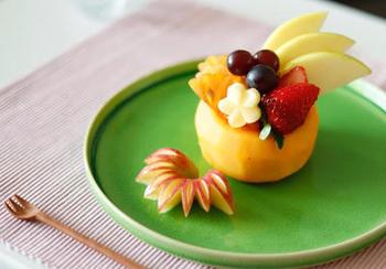 みずみずしい旬のフルーツは、そのまま食べるだけで贅沢な味わい。せっかくなら、飾り切りで美しくいただきましょう。