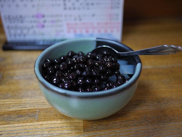 梅むらではこちらを。程よい甘さが上品な「豆かん(豆かんてん)」。シンプルなのに、満足度の高いこの味わいは、古くから続く老舗だからこそ。