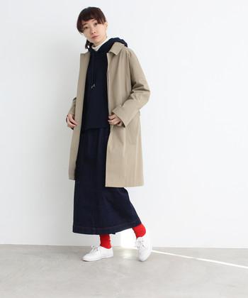 真冬の着ぶくれ感が苦手なら、タイトスカートですっきりシルエットを目指してみては?コートとのバランスも良く、冬のレイヤードスタイルをすっきり見せてくれるので、想像以上に重宝しますよ。