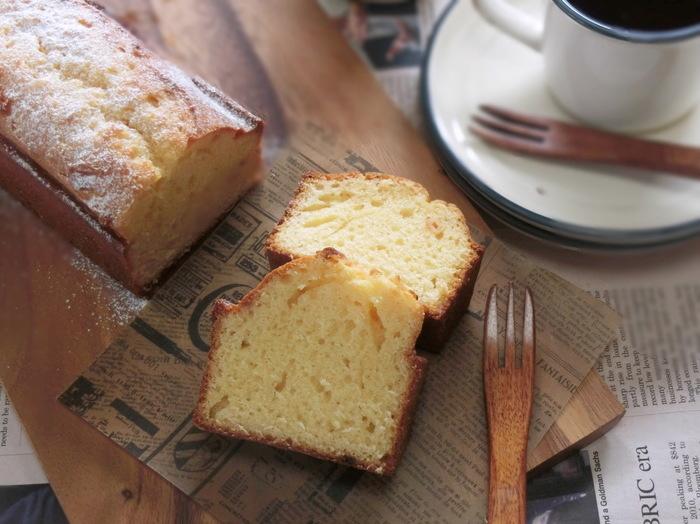 パウンドケーキの材料に酒粕を加えた、しっとり口当たりがいいパウンドケーキ。酒粕は砂糖を加えてからレンジで加熱するのがポイント。やわらかくなり生地と混ぜやすくなります。
