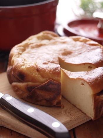 まるでチーズケーキのようにねっとりとした食感の、酒粕のケーキ。ホットケーキミックスを使うので簡単です。国産の無農薬レモンの皮をすりおろせば風味がアップしますよ。
