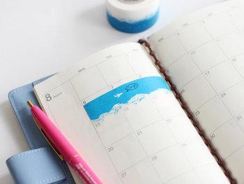 マスキングテープは、手帳に貼ったり、ちょっとしたメモや食べかけのお菓子の袋を止めたり…様々な用途で使える万能アイテム。「mt×ミナ・ペルホネン」はデザインも豊富なので、その日の気分で選ぶのも楽しいですね。